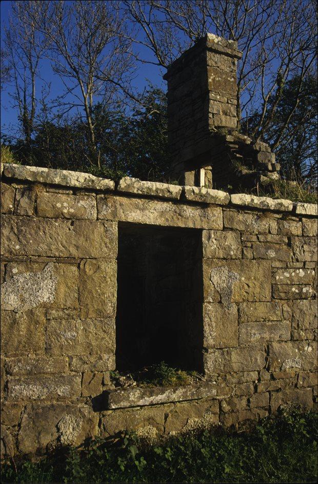 Settlement: doors and windows