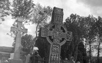 Lonnaíocht: foirgnimh reiligiúnacha