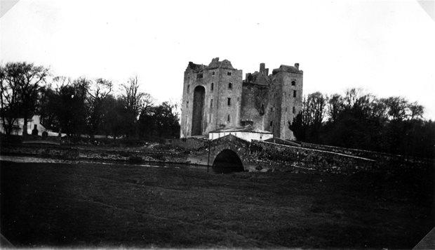 Settlement: castles