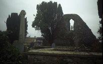 Settlement: graves