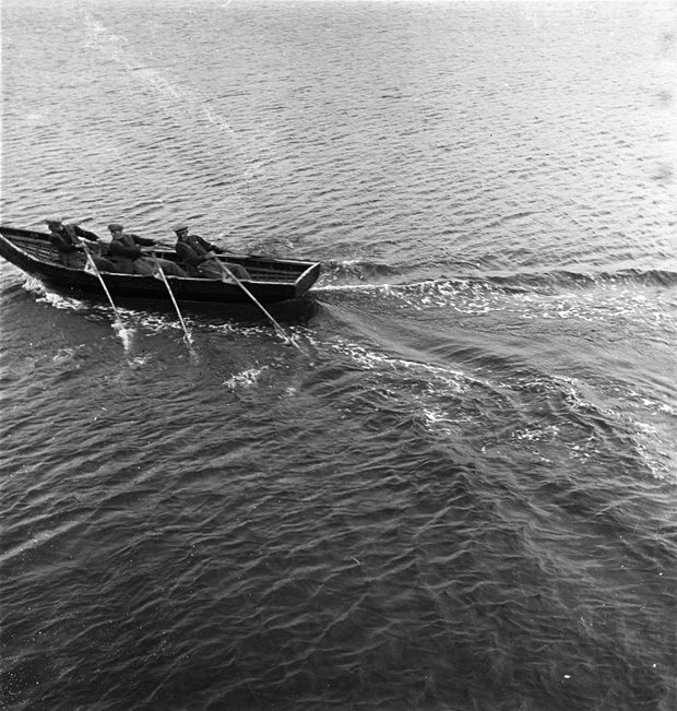 Communication and Trade: skin boats (currachs)