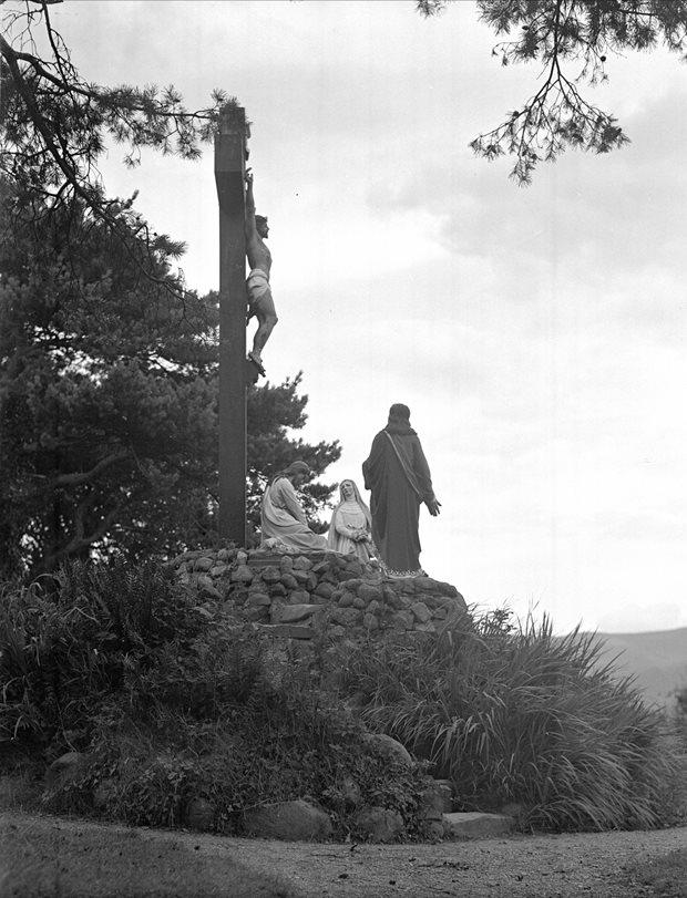 Nósanna agus Piseoga: earraí reiligiúnacha
